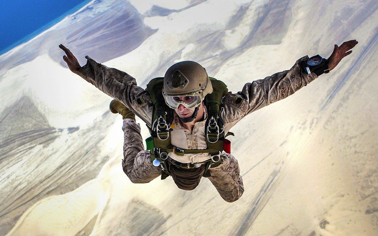 Relation à distance avec un militaire : concilier amour et armée
